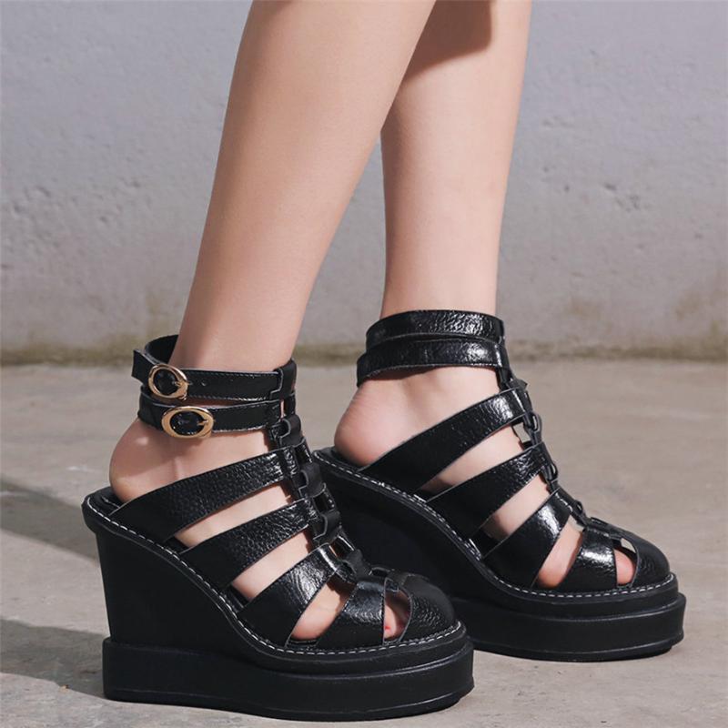 Frauen-echtes Leder-Plattform zwängt Absatz-römische Gladiator-Sandalen weiblichen Sommer-runde Zehe Ausschnitte Stiefeletten Freizeitschuhe