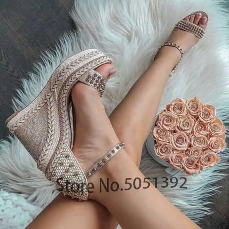Frau zwängt Rivet Sandalen geöffnete Zehe ein Bügel Geflochtene Knöchelriemen-Kleid-Schuhe Hochzeit Trau Plattform Comfort Sommer-Frühlings-Schuhe