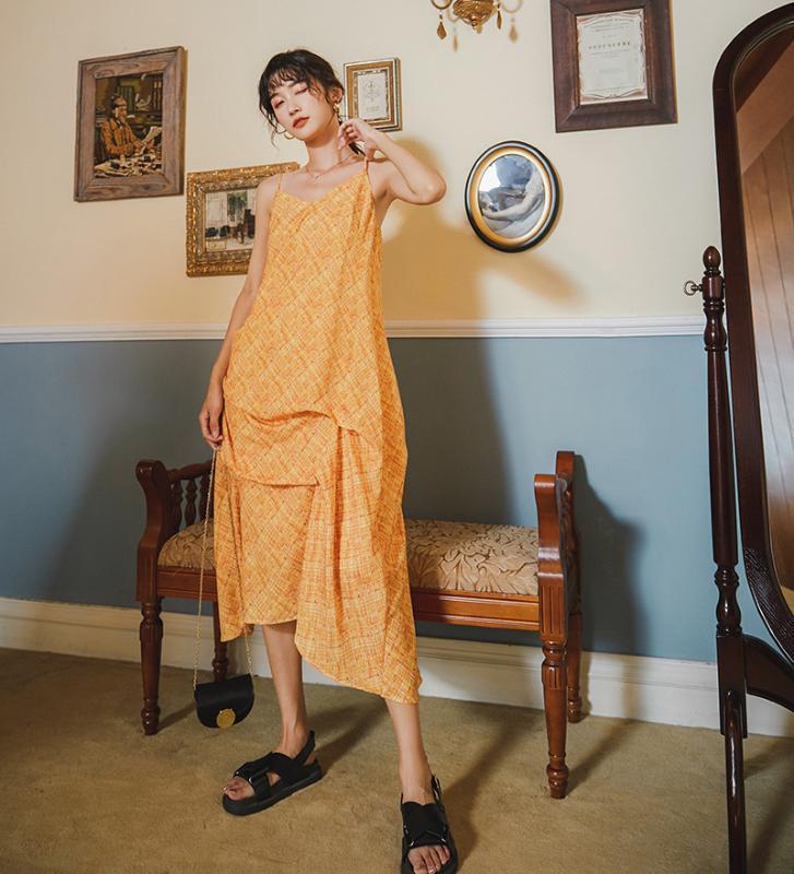 Пятно оранжевого меда пузырь лед морщинистой юбка с погонами нерегулярной юбки