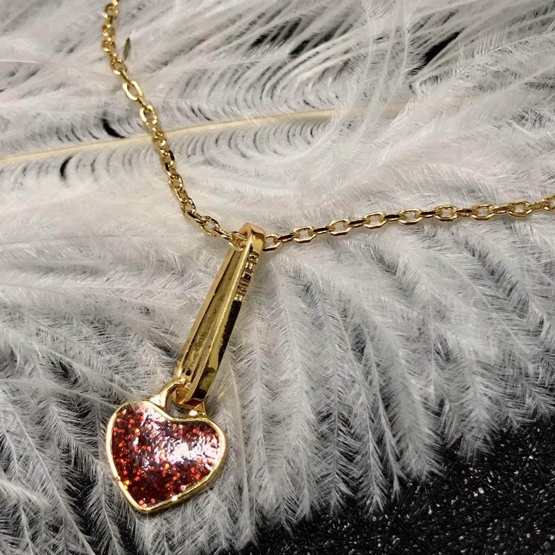 Nouvelle chaîne rouge de coeur de pêche Clavicule mince Styliste bijoux exquis Femme sauvage Collier Designer