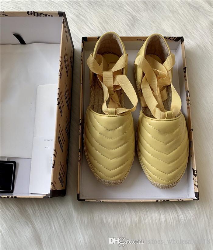 2020 Designerschuhe Mode Freizeit Brief Gummisohle Satinband hohle flache Sandalen Stroh-Sandalen mit original Schuhkarton