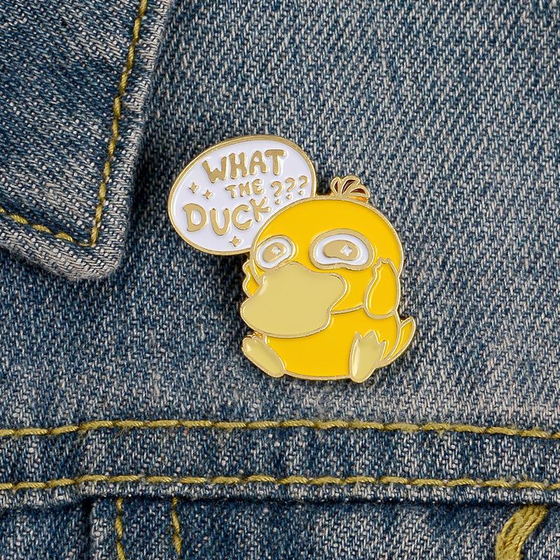 giallo Psyduck Pet bambino Spille Qual The Duck Smalto pin bella COSA L'anatra Jewelry perni del risvolto Accessori Badges