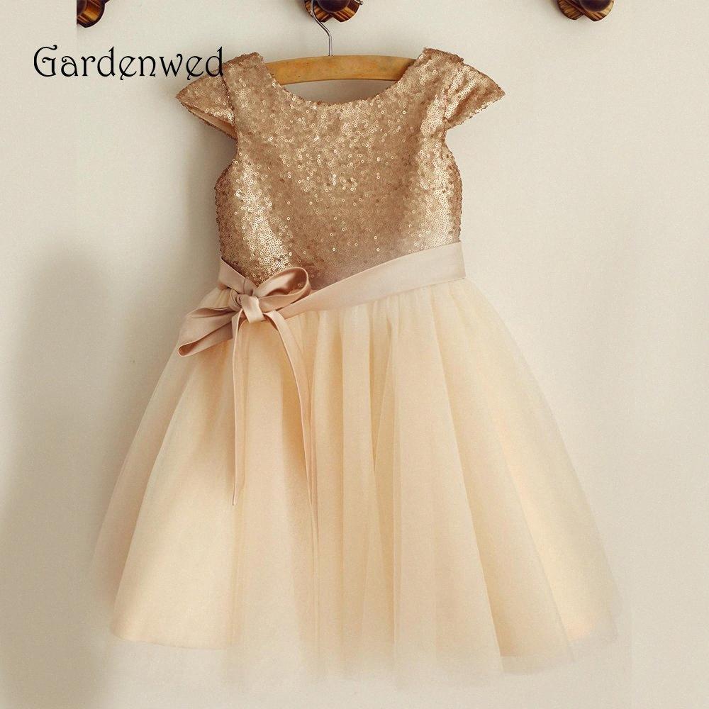 2019 Goldene Sequin Blumen-Mädchen kleidet Kappen-Hülsen-Bogen-Knoten-Bänder Kinder der kleinen Mädchen Short Hochzeit Baby-Kleid c0in # Gardenwed