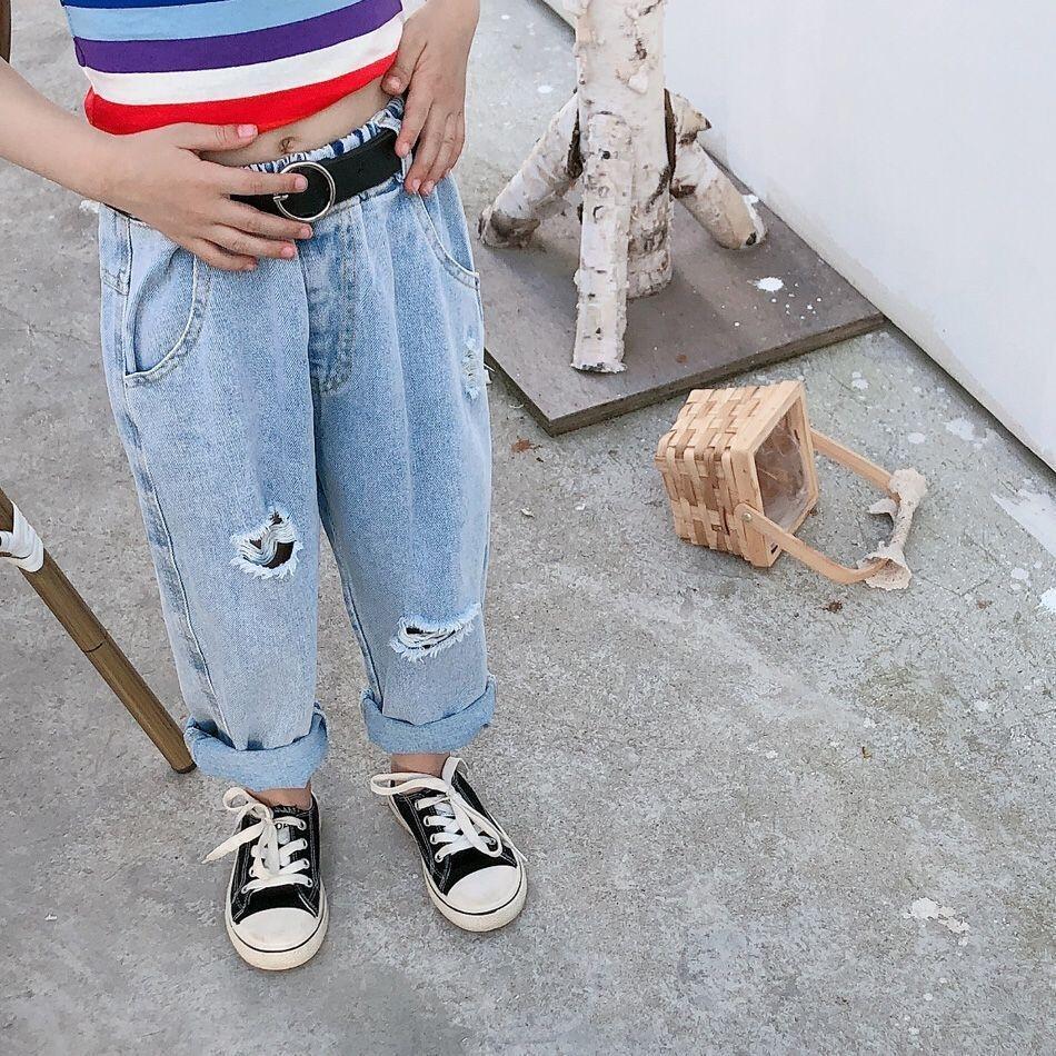 Compre Yu Kids Pantalones Jeansjeans Y Jeansboys Y Ninas Informal Bebe Luz Azul Pantalones Flojos Ocasionales Del Verano Del Nuevo Estilo Coreano Pantalones Rotos A 13 7 Del Happy Products Dhgate Com