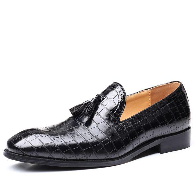Büyük Beden 37-48 Erkekler Brogue İngiliz Elbise Ayakkabı Erkek Centilmen Deri Kayma-on Flats Erkekler Loafers Timsah Desen Tassel'dan
