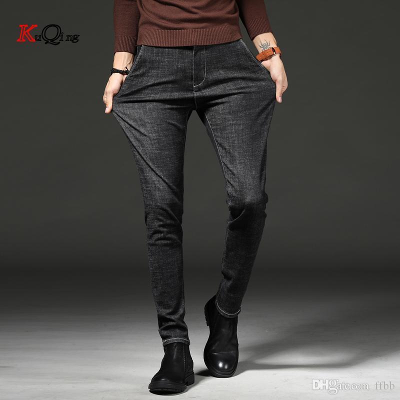 KUQING i jeans per pantaloni da uomo slim fit dei jeans classici pantaloni in denim casual maschile magro pantalone dritto elasticità