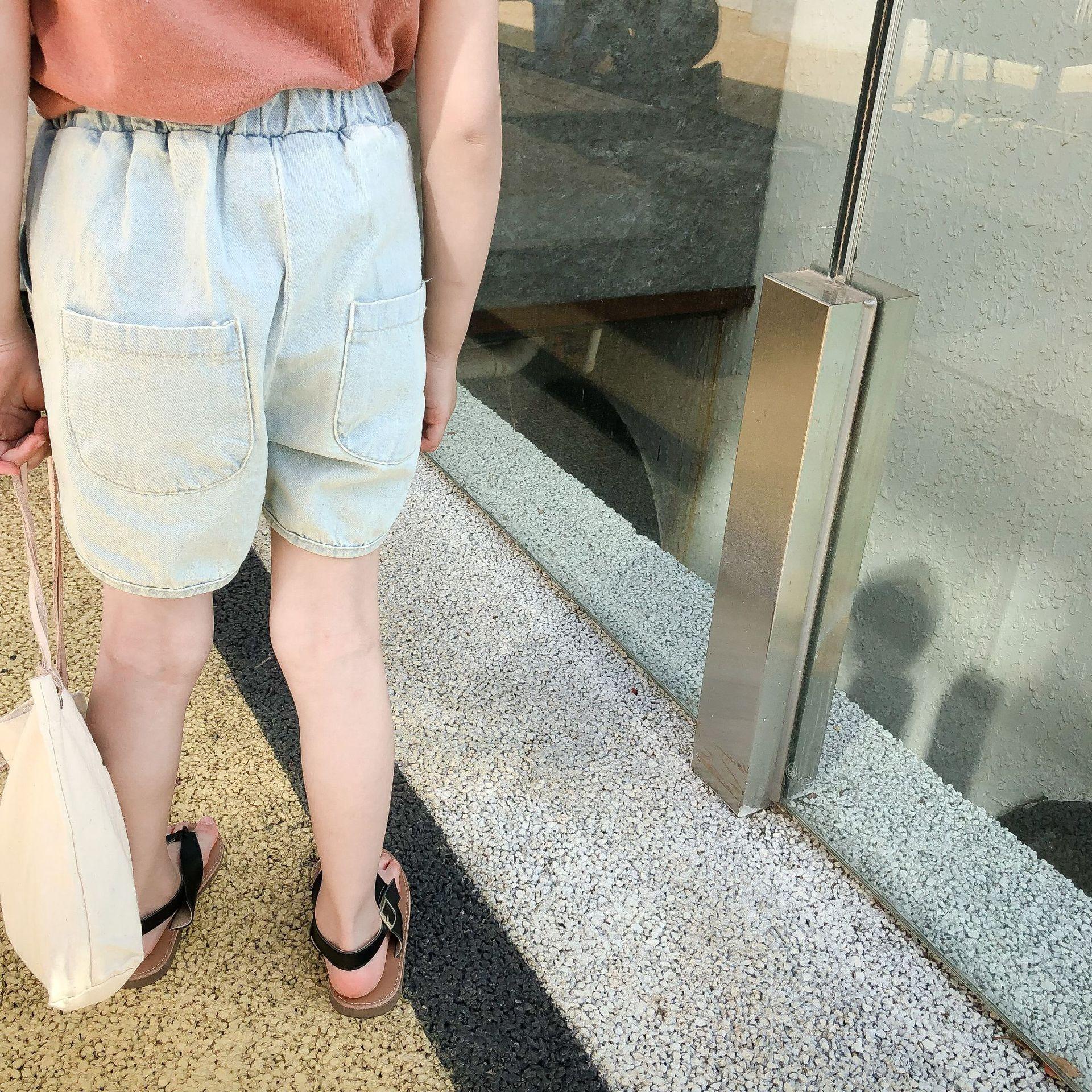 pantalones cortos de mezclilla XUAN 2020 verano de los niños coreanos del estilo de los pantalones de los muchachos muchachas ligeras azules y los cortocircuitos de los pantalones vaqueros y los pantalones vaqueros de moda '