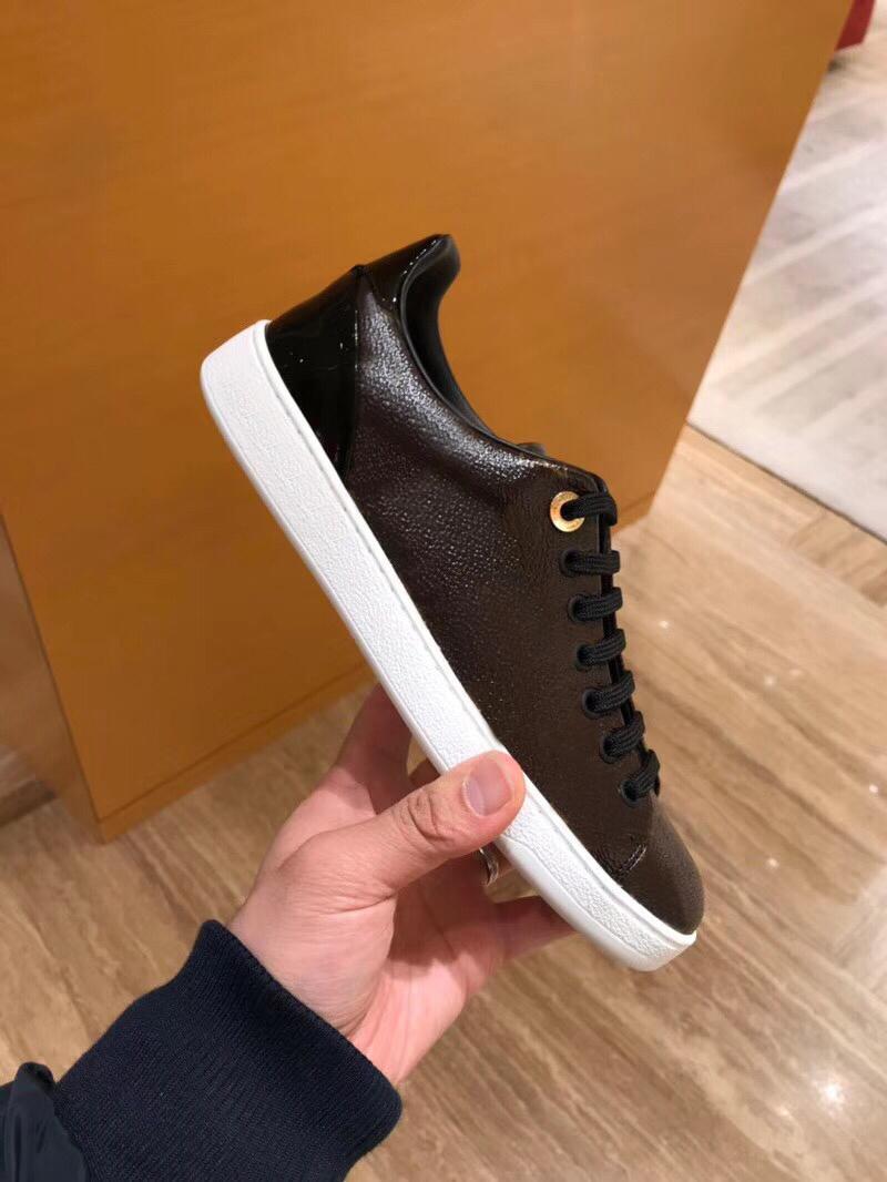 Alfabe bağcıklı lüks kadın ayakkabı Metal spor ayakkabı tasarımcısı Düz Casual ayakkabılar% 100 Baskılı deri kahverengi Beyaz ayakkabılar Büyük boy 35-41-42 kilitlemek