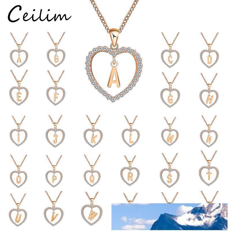 A To Z 26 Brief Personalisierte Namen gravieren Brief Discs Choker Schmuck Gewohnheit langkettige Halskette Herz-Anhänger für modische Frauen-Gold Farbe