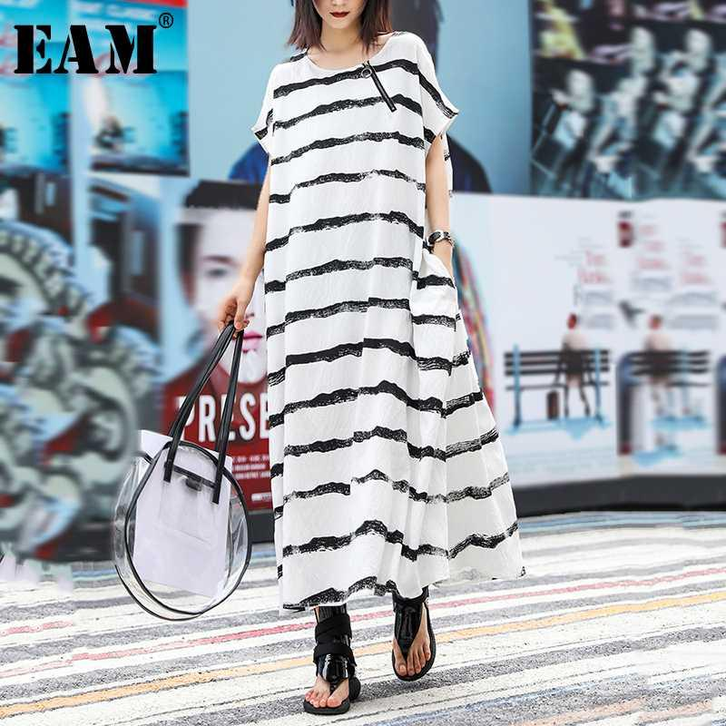[EAM] Womenblack Çizgili Bölünmüş Uzun Büyük Beden Elbise Yeni Yuvarlak Yaka Kısa Kollu Gevşek Fit Moda Tide İlkbahar Yaz 2020 1U850
