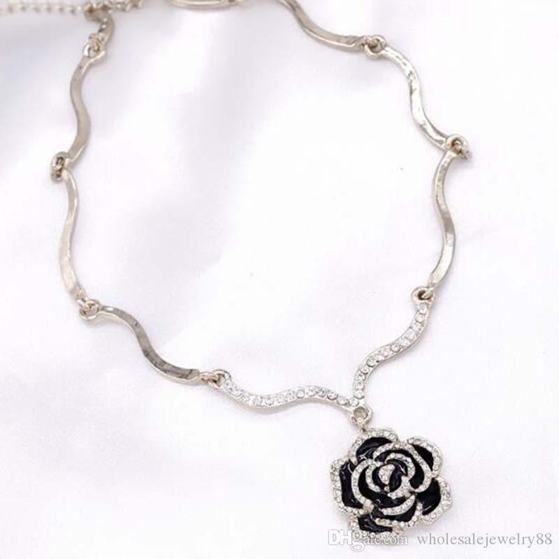 Wholesale Fashion Crystal Enamel Flower Pendant Chokers Necklaces Black Enamel Flower Clavicle Chain Women Party Jewelry Gift