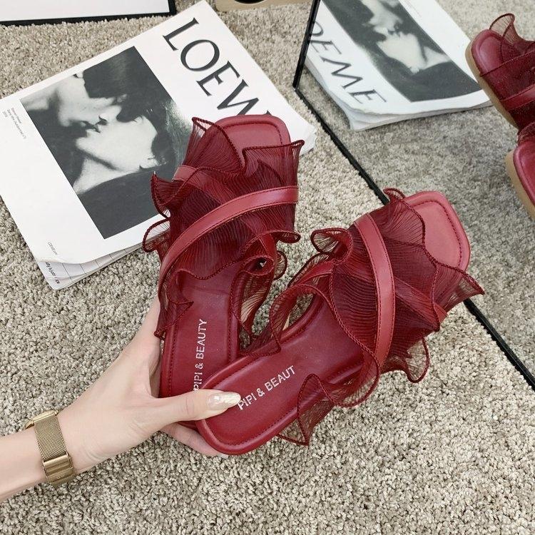 2020 yeni Fransız peri kadınlar dışarıda terlik için düz ve Terlik sandalet şarap kırmızısı sandaletler flounced