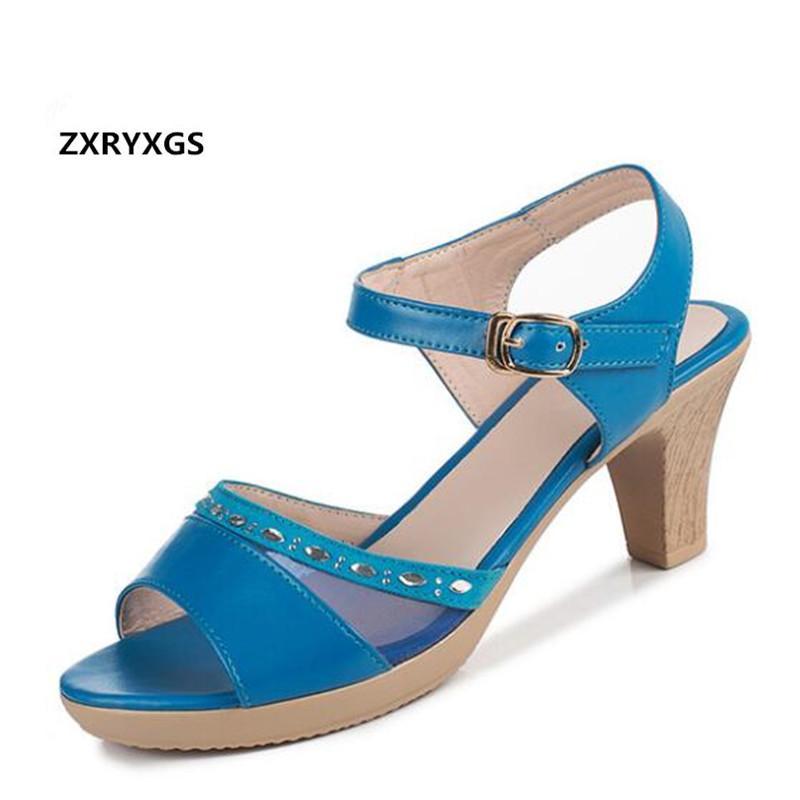 Наиболее модные 2020 Новый коровьей Mesh Сандалии моды женщин обувь Элегантные пятки Rhinestone лета Сандалии женщина