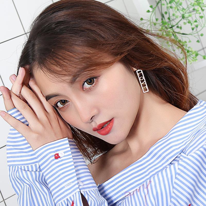 Style coréen rapide Celebrity main Inspirée S925 Argent Pin Boucles d'oreilles Love Letter Full Diamond Tout match Boucles d'oreilles Net Red Hot vente Boucles d'oreilles