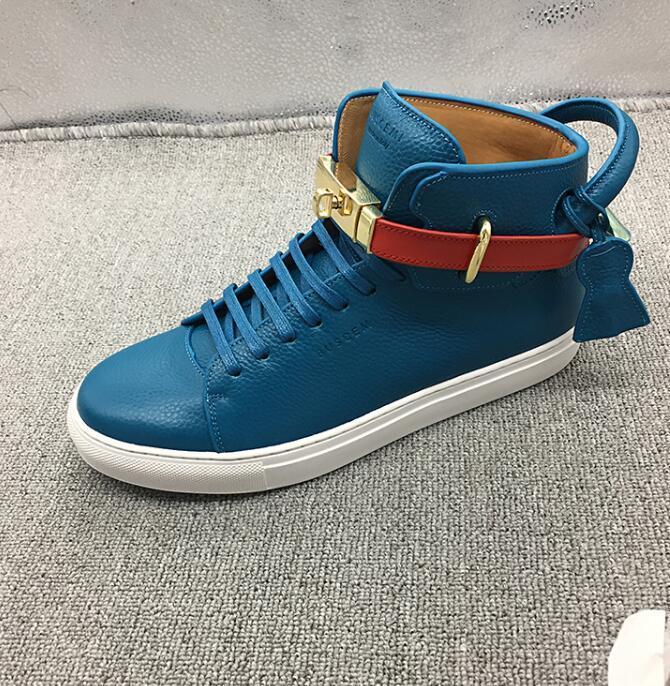 Tops Marques de designers Top Sneakers en cuir de vache Mode Hommes confortables Chaussures plates Casual haut chaussure chaussures en cuir véritable blanc verrouillage Chaussures Mid
