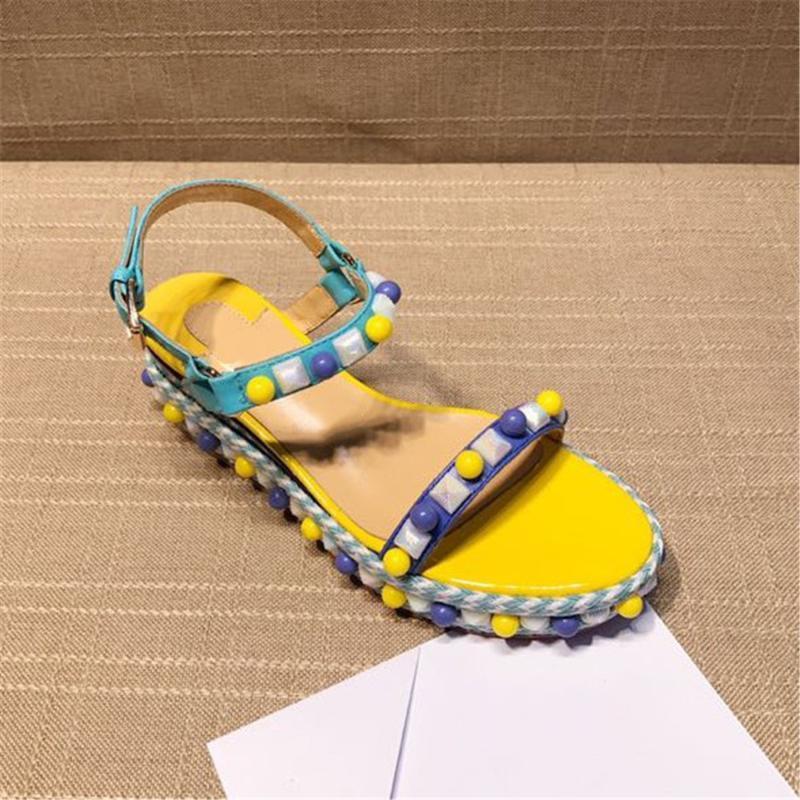 Gerçek Deri Kadın Sandalet Tasarımcı Moda Yumuşak Işık Perçin Tatlı Kadın ayakkabı Bayan Ayakkabı Çok renkli