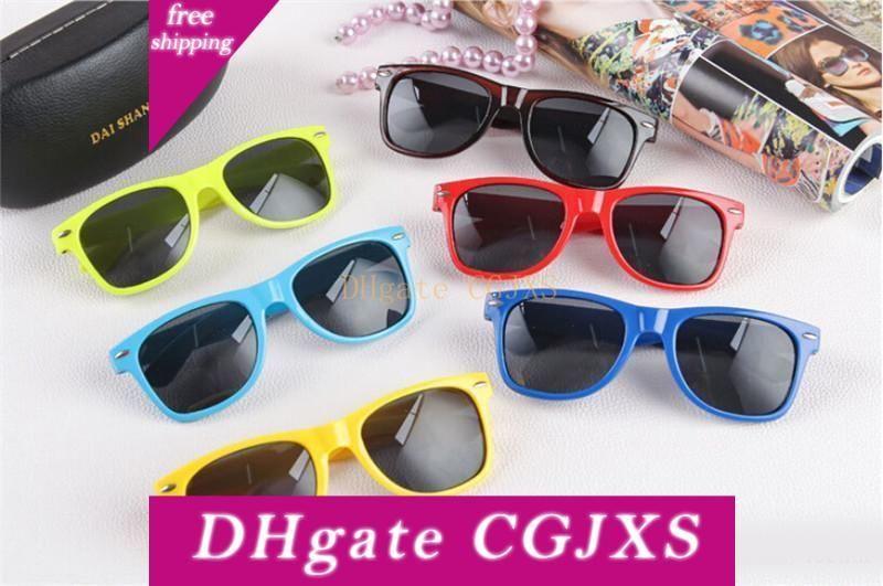 Trend delle donne e degli uomini a buon mercato Beach moderna sunglass di plastica occhiali da sole stile classico molti colori da scegliere vetri di Sun goccia libera