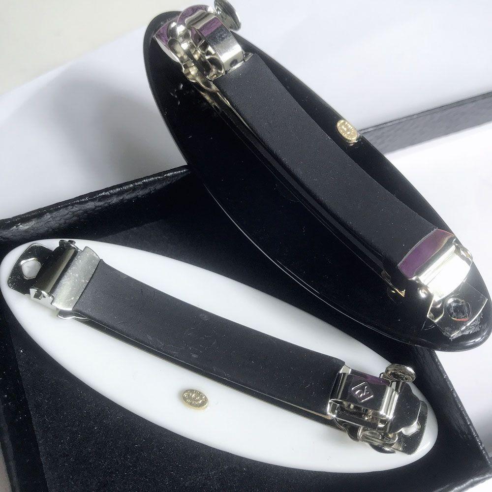 2 pçs / lote preto e branco acrílico Oval prismático malha de cabelo Cabideira Cabilete de volta com selo para coleção senhoras itens de luxo ornamento de cabelo