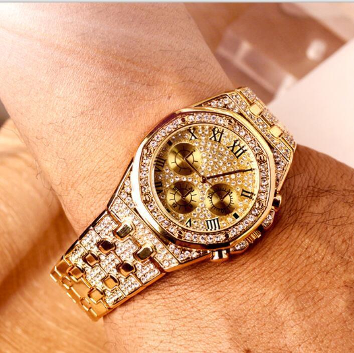 Tuhao européens et américains haut de gamme Refroidir grand cadran à trois yeux d'or Mens Watch cool imperméable Ceinture en acier avec diamants montres de cristal
