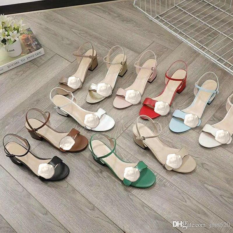 مصمم منتصف صنادل كعب 100٪ جلد خشن كعب حذاء المرأة الأزياء معدن مشبك الفاخرة الصنادل مثير للمرأة أحذية الشاطئ حجم كبير 34-42