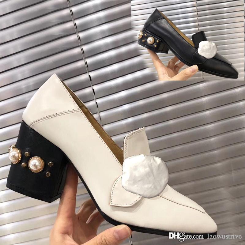 Clássico alta salto alto barco sapatos de couro de luxo Designer Ocupação Pérola saltos elevados de cabeça redonda de metal preguiçoso mulher vestido sapatos tamanho 35-42