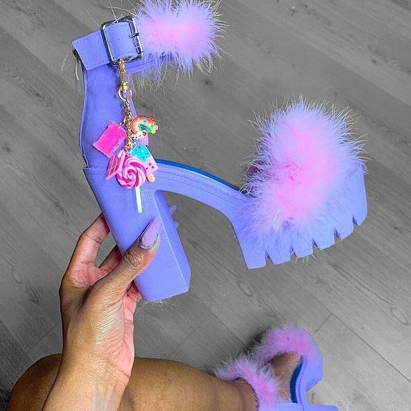 귀여운 장식 높은 땅딸막 한 발 뒤꿈치 여성의 모피 샌들 여성 부드러운 모피 신발 플랫폼 펌프