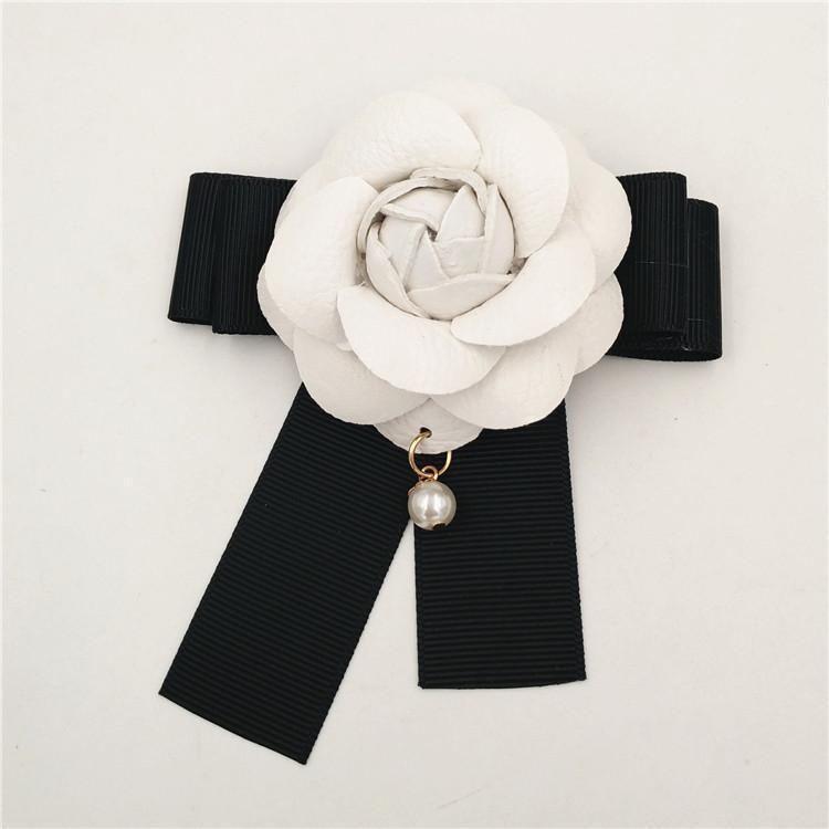 Beyaz Camelia Çiçek Broş Kadınlar Camellia Broş iğneler İnci kolye Beyaz Çiçek Broş Pin İçin Düğün