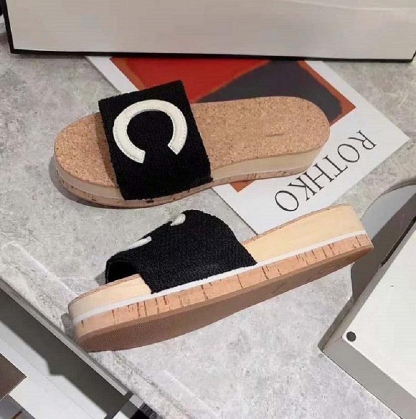Yüksek kaliteli bahar yeni Classics Kadınlar marka terlik yaz düz sandaletler Moda Tasarımcısı Ayakkabı deri plaj ayakkabıları CH02 bag06