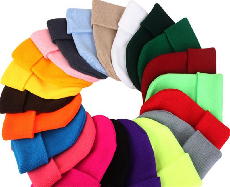 2020 Yeni Klasik Erkek Bayanlar Bayan Slouch Beanie Örme Boy Beanie Kafatası Şapka Kapaklar Severler Kintted Kap Katı Beanie Kapaklar 23 Renkler