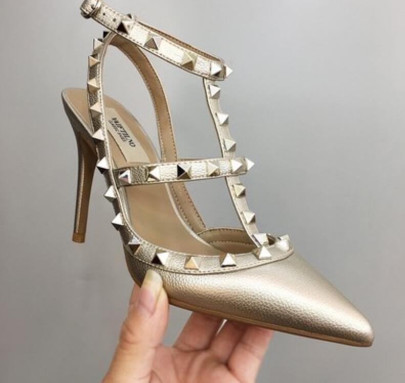 classici di marca delle donne dei sandali sandali v logo tacco alto con rivetti in vernice nera scarpe da sposa rosso sei centimetri otto centimetri 10 centimetri 34-43 Y200620