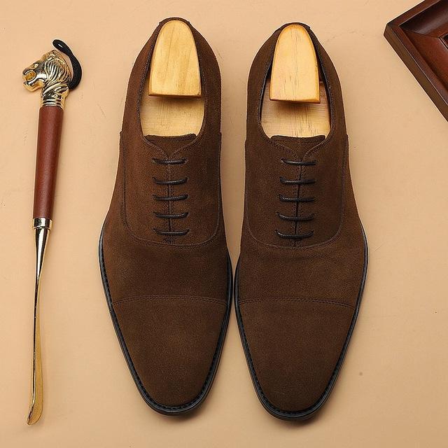 Yeni Moda Süet Hakiki İnek Deri Biçimsel ayakkabı erkekler Sivri Burun Elbise Ayakkabı Nefes Damat Düğün Ayakkabı