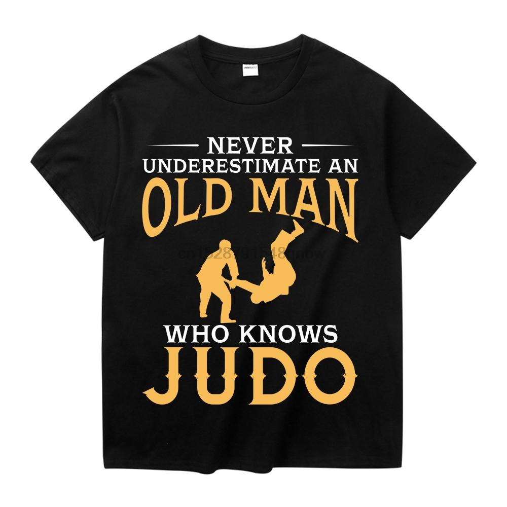 Ne sous-estimez un vieil homme qui sait Judo T-shirt à manches courtes Casual Male col rond T-shirt Plus la taille