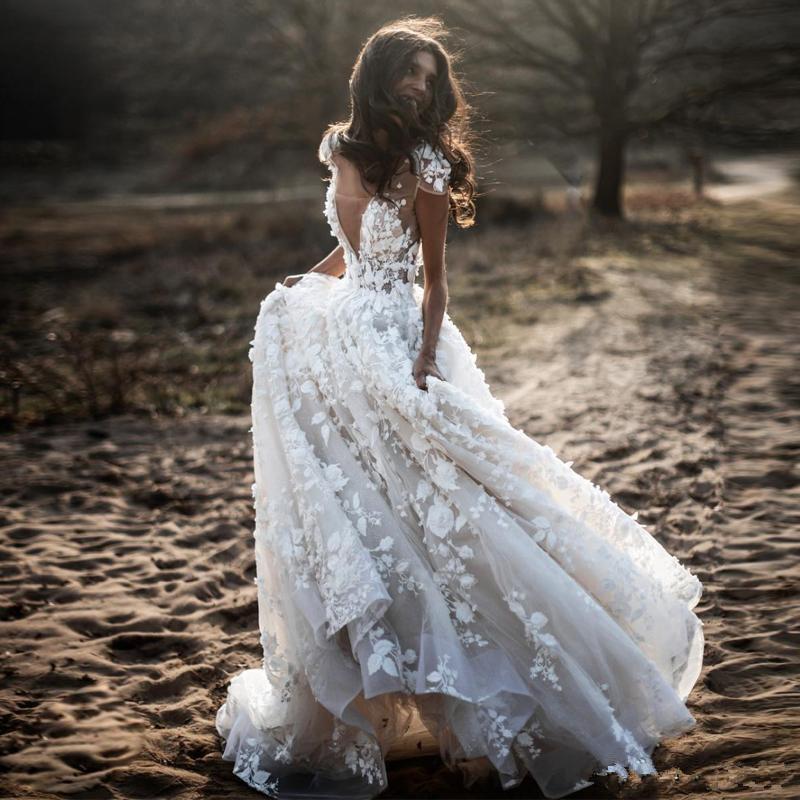 Élégant Bohème Une ligne Robes de mariée col en V à mancherons 3D Fleur Pays Appliques Robes de mariée Puffy Jupe Parti Tulle Robe de mariée pour