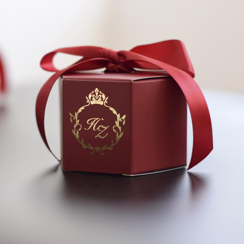 100pcs / Lot DIY Logo Özelleştirilmiş Şarap Kırmızısı Yaratıcı Ebru Stil Şeker Kutuları Düğün Dekorasyon Parti Bebek Kağıt Hediye Kutusu Malzemeleri Yana