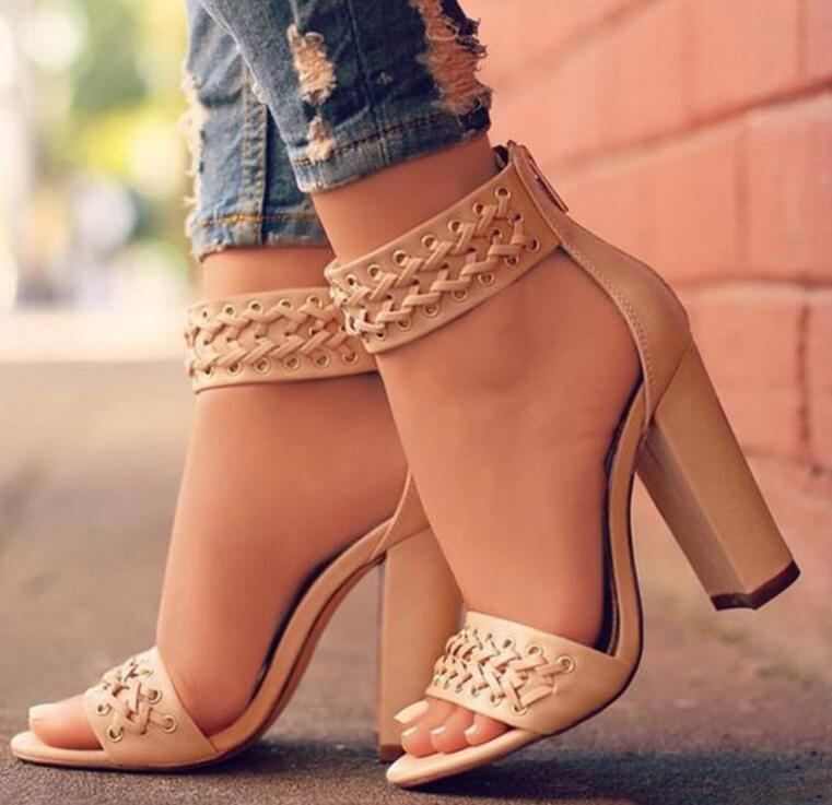 El nuevo verano 2018 de moda versátil mujeres sandalias de tacón Chunky zapatos casuales cremallera son una necesidad para bodas banquetes