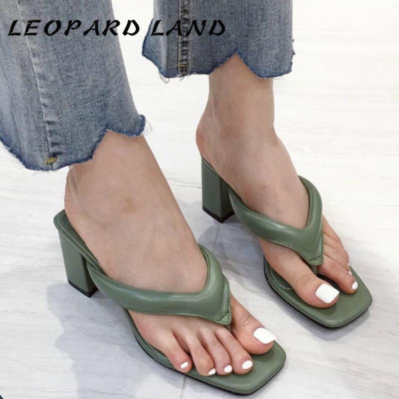 2020 nuovo modo di estate punta della clip Infradito scarpe da donna selvaggia moda casual indossare sandali con tacco tacco alto spessore