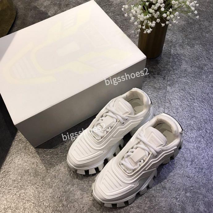 2020 Новый дизайнер Имя Марка Man Повседневная обувь Flat Kanye West Fashion морщинистой Тренеры Runaway Арена Обувь zh200520