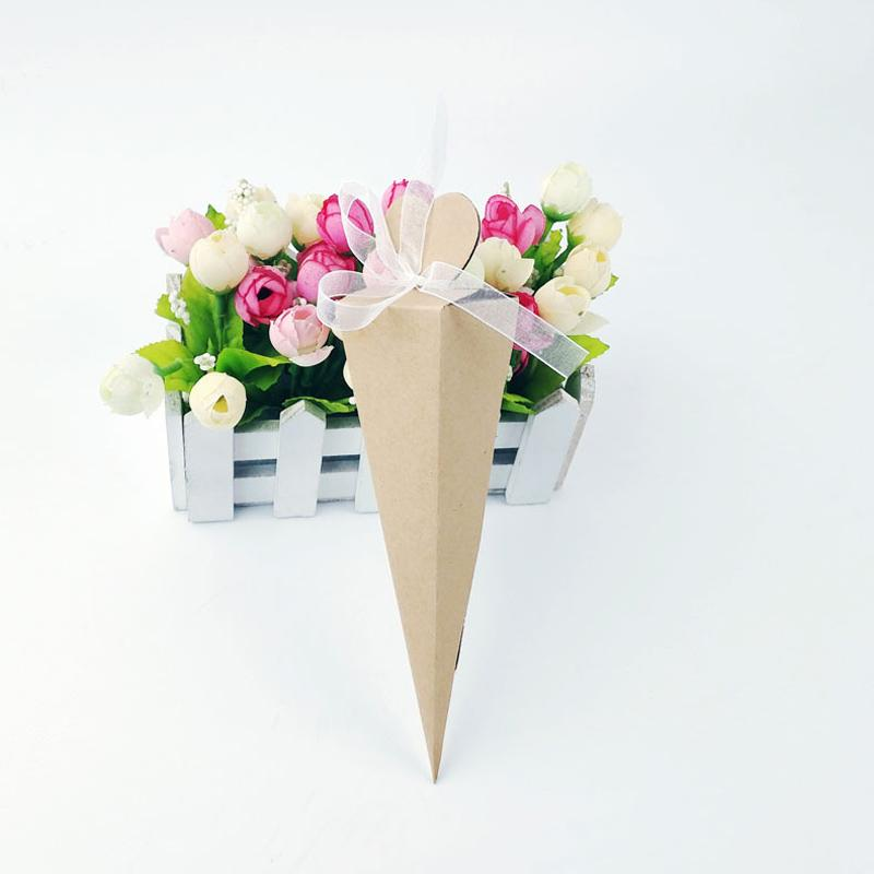 50pcs creativo Cream Cone forma triangolare di carta di caramella di imballaggio con la mano Wedding Party Favors Grazie regalo Chocolate Box