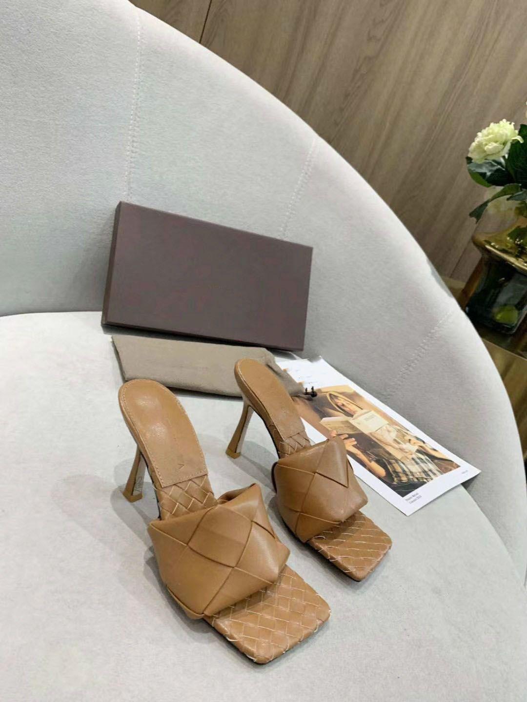 2020 Les dernières chaussures en cuir pantoufles en cuir mat vérifié femmes Square - mouthed, les femmes à bout ouvert pantoufles talon plat 9.5cm taille 36-42