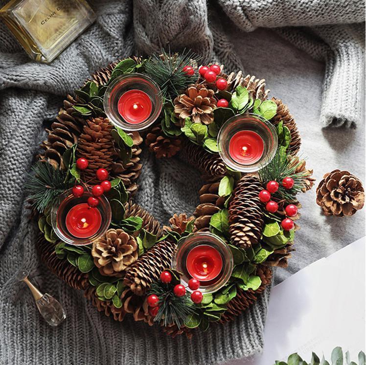 Los titulares Vela de la Navidad del cono del pino de Navidad Bayas Woodland decoración rústica Centro de mesa Corona de Navidad con cuatro candelabro
