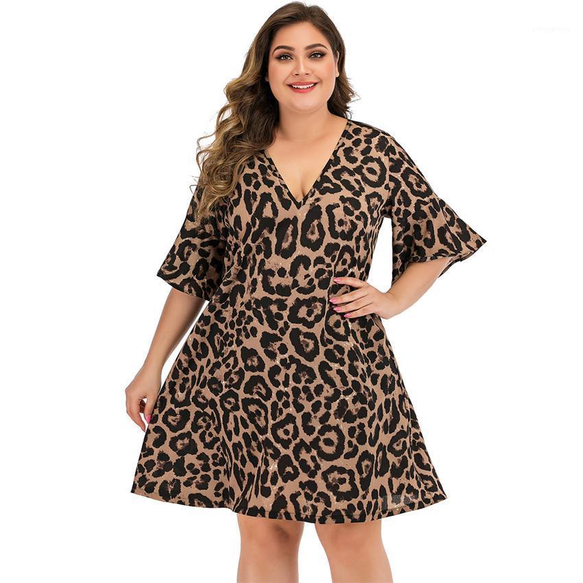 À manches courtes en vrac dames Robes simples Designer Femme Vêtements grande taille Leopard femmes robes de mode V-cou