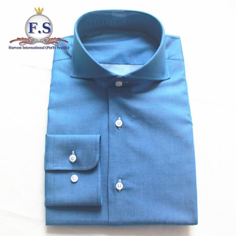 homens de colarinho cortante olhar denim adaptados vestir camisa com manga longa
