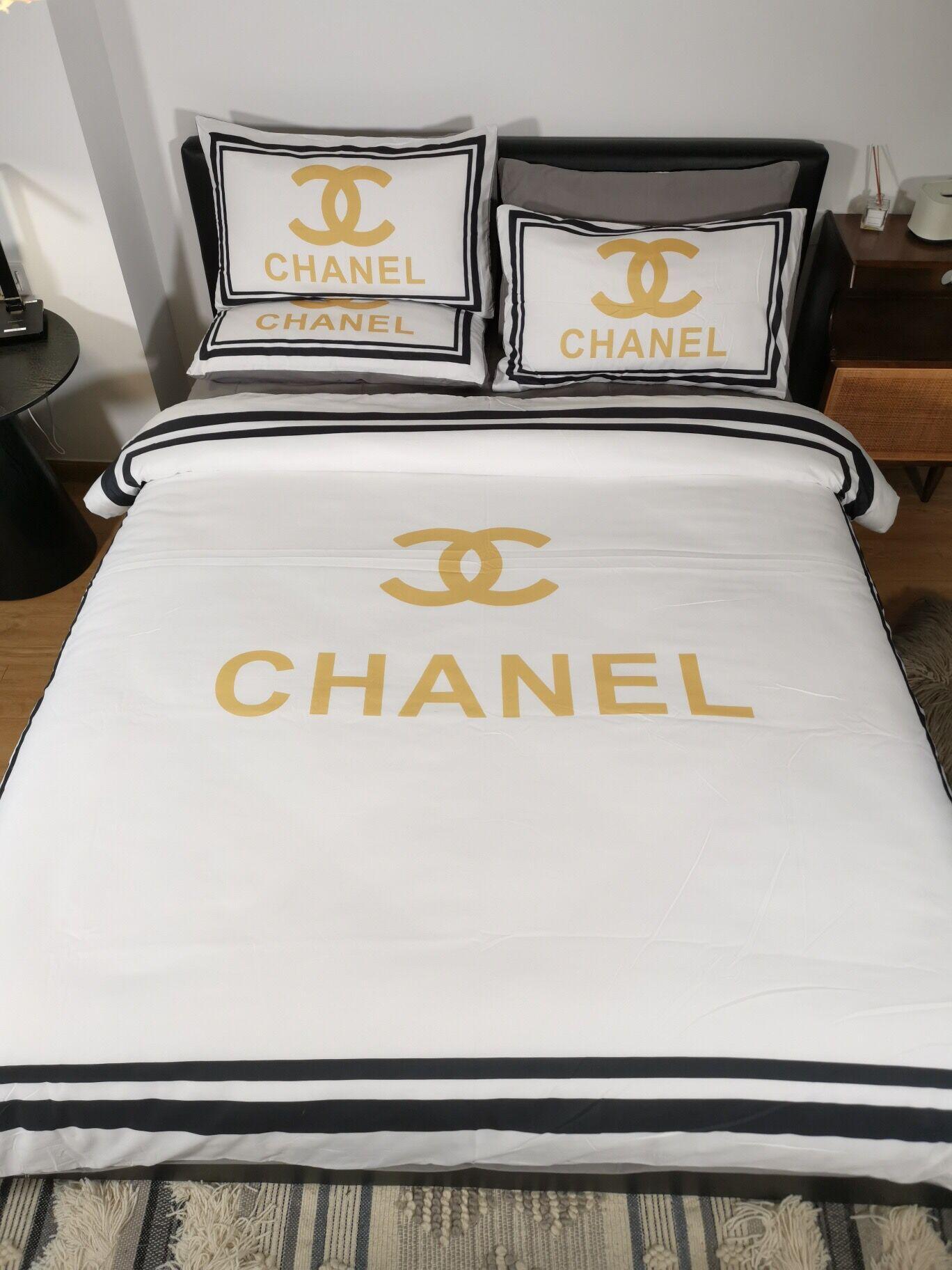 C C Queen Bed Comforters Sets White Gold Designer Pillow Cases Cotton Queen Size Home Decoration Fashion Designer Bedding Sets Cheap Queen Bedding Sets Duvet Cover Blue From Designer Home 104 16 Dhgate Com