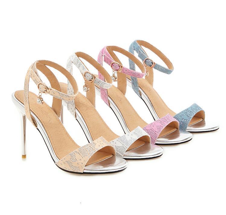 La nueva colección de verano 2020 de talón abierto versátil y la punta del pie las sandalias de tacón de aguja es una herramienta imprescindible para bodas partido