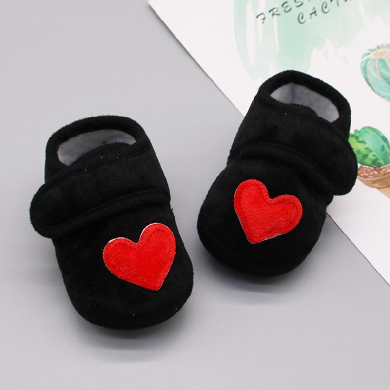 Bambino multicolore cuore rosso scarpe di cotone appena nato rosa bambine Prewalkers Presepe Calzature antiscivolo Baby Blue Ragazzi morbida soli pattini