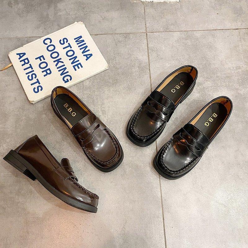 Herbst-Slip-on Retro Schuhe Solid Black Oxfords Schuhe für Frauen Wohnungen Leder starke untere Plattform quadratische Zehe beiläufige Frau