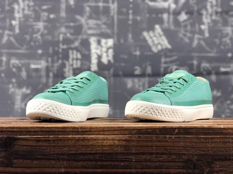 Bas de gamme étudiants Gangfeng version coréenne des chaussures pour femmes rétro sauvages chaussures de toile de couleur de bonbons frais de couleur unie