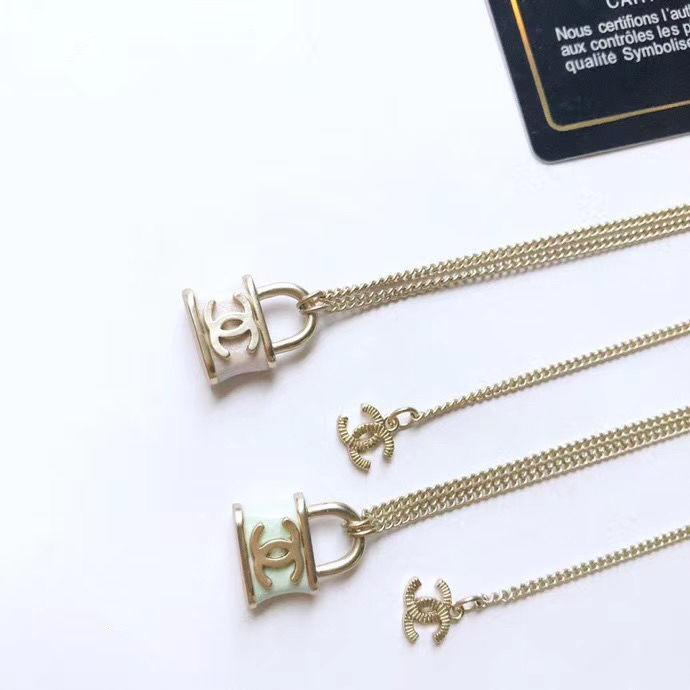 Femmes de luxe de Collier avec pendentif verrouillage des timbres de lettres Designer Collier célèbre Bijoux Accessoires Top Qualité