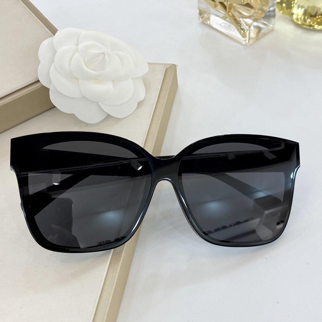 2020 وجديد الموضة نوع فراشة النظارات جودة عالية إطار UV400 أنواع سبعة الكلاسيكية من لون العدسة وهناك مجموعة كاملة من التعبئة والتغليف