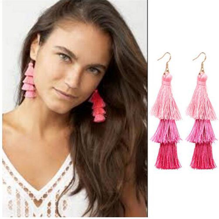 Les filles multicolores style bohème nationale à long boucles d'oreilles modèles sociaux pompon explosion de accessoires de rencontre de gros